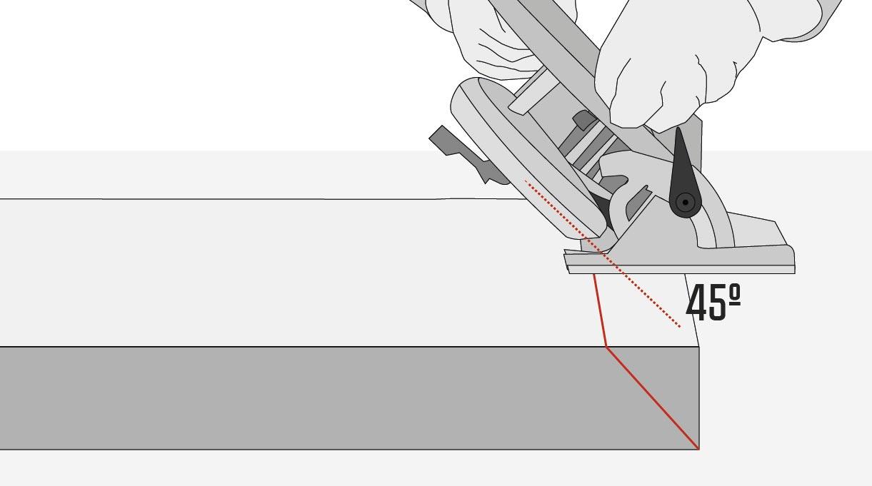 Las tablas para hacer el marco exterior miden 2,64 m y para unirlas sus extremos deben estar cortado en 45º. Este corte se hace con la sierra circular, moviendo su hoja a la inclinación correcta