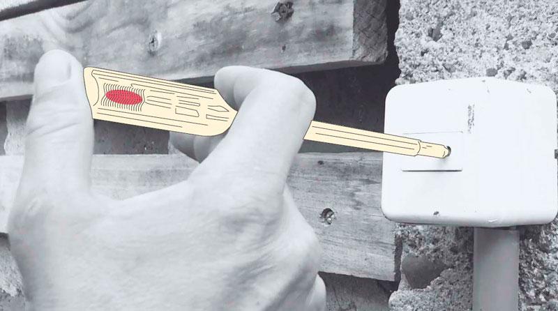 como cambiar un enchufe exterior - medir la corriente con detector