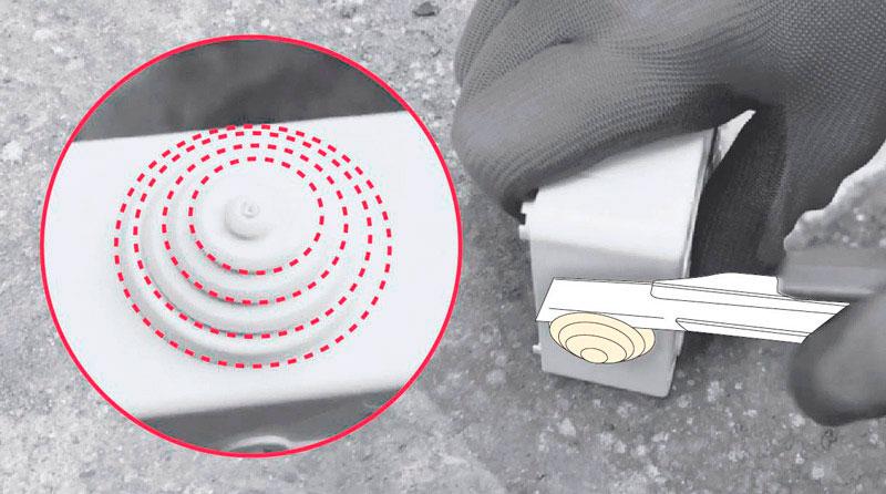 cómo cambiar enchufe exterior - cortar sello de goma para poner el conduit