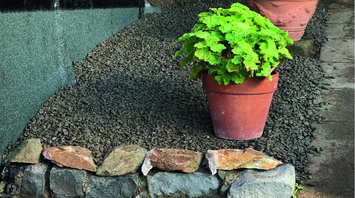 como impermeabilizar un muro - terminaciones con gravilla planta o rocas