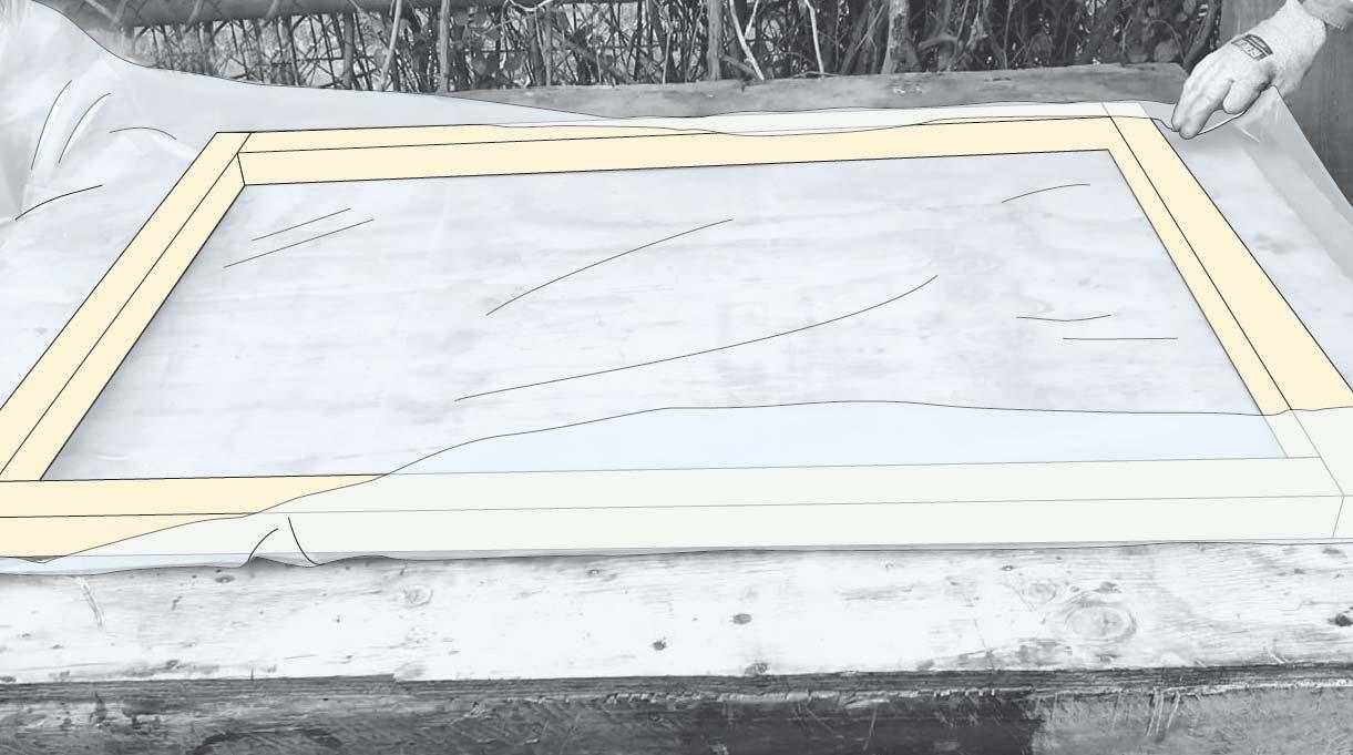 Cómo hacer un invernadero casero - Forrar la tapa con plástico reciclado