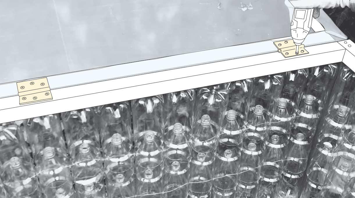 Cómo hacer un invernadero casero - instalación de bisagras