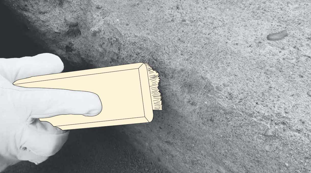 reparar peldaño escalera de cemento - limpiar el escalón con la escobilla