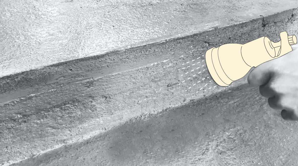 reparar peldaño escalera de cemento - realizar el curado manteniendo la humedad
