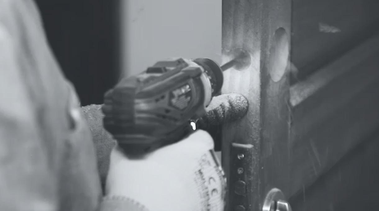 cerradura digital - perforar agujero del canto