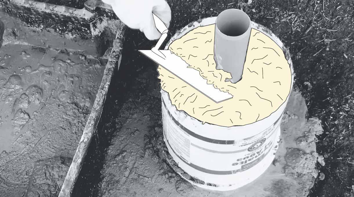 cómo hacer un mástil de bandera - rellenar de hormigón el balde