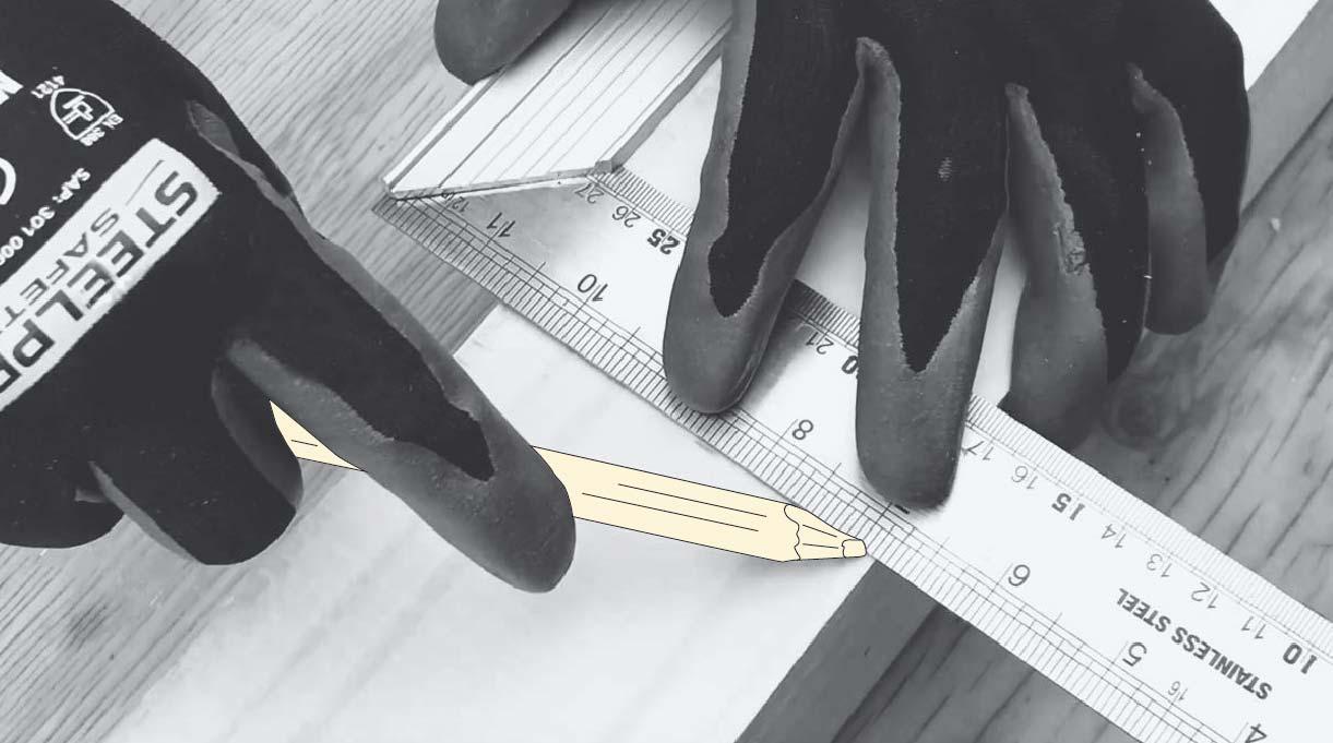 Mide las maderas a la altura deseada con la huincha para medir