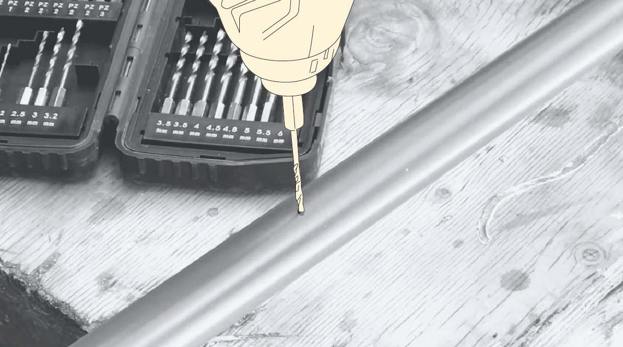 Hacer agujeros para atornillar los cáncamos por donde pasará la piola de acero del toldo para terraza
