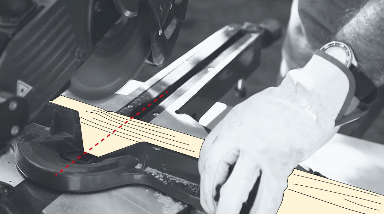 cortar los palos de pino con la ingleteadora