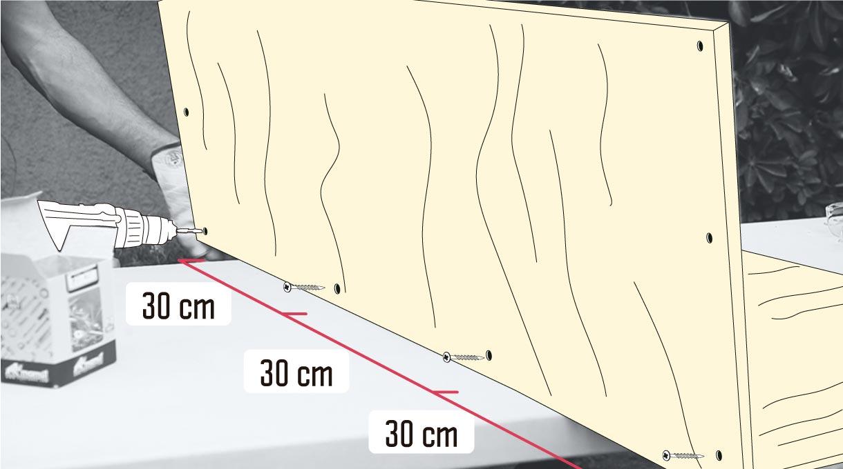 coloca cada 30 cm un tornillo extra para ir uniendo la plancha trasera con la base