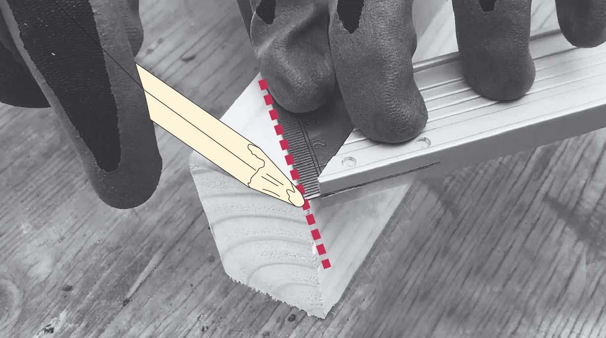 Marca en la madera con lápiz para el corte en 45 grados