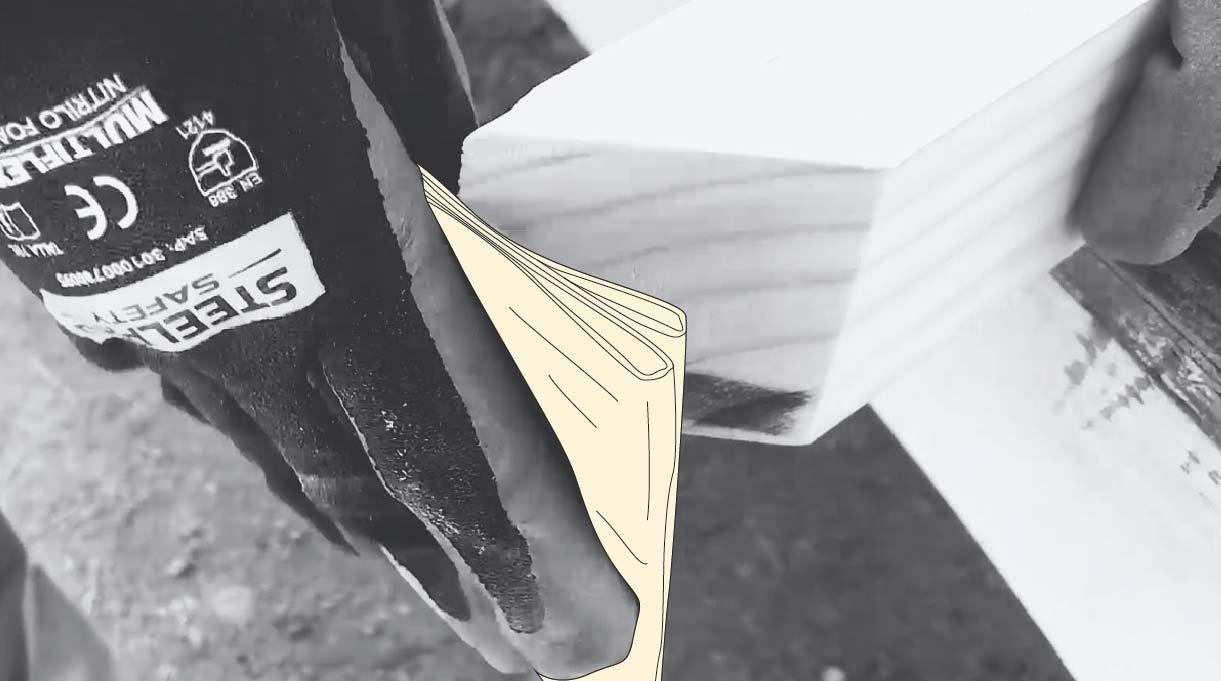 lijando la madera con lija de mano