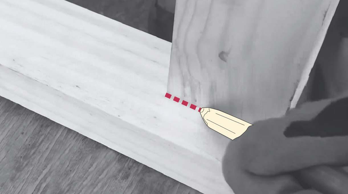Marca en la madera con un lápiz
