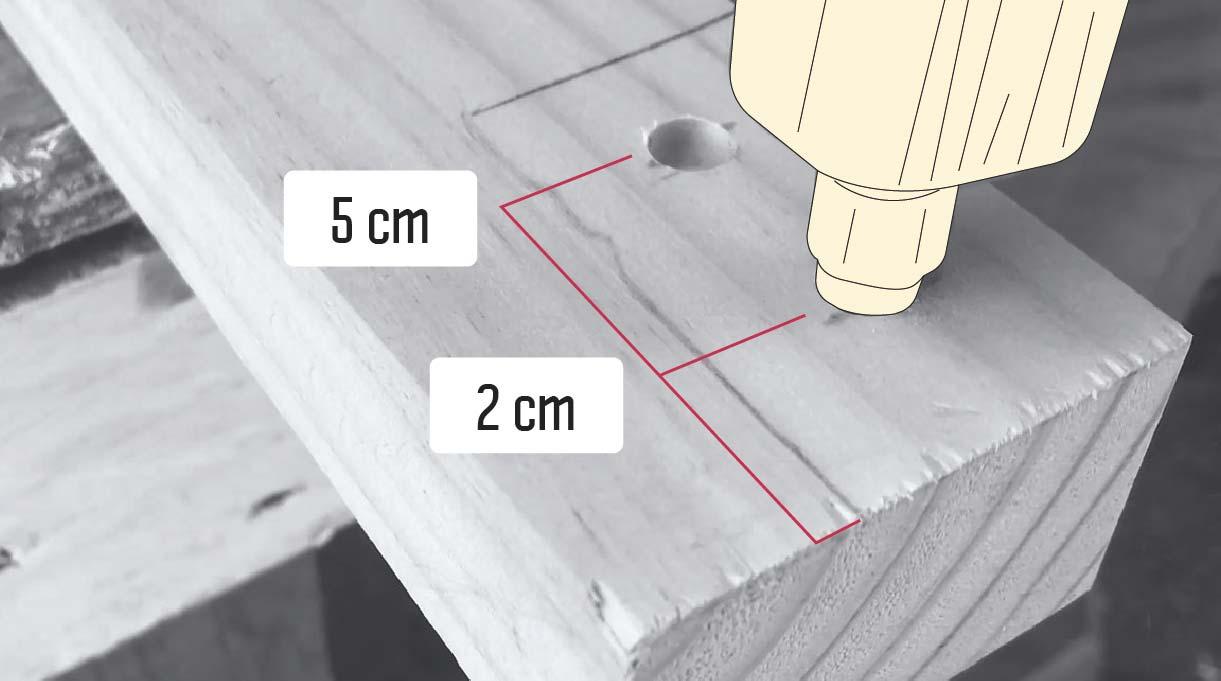 avellanando los 2 agujeros de la madera