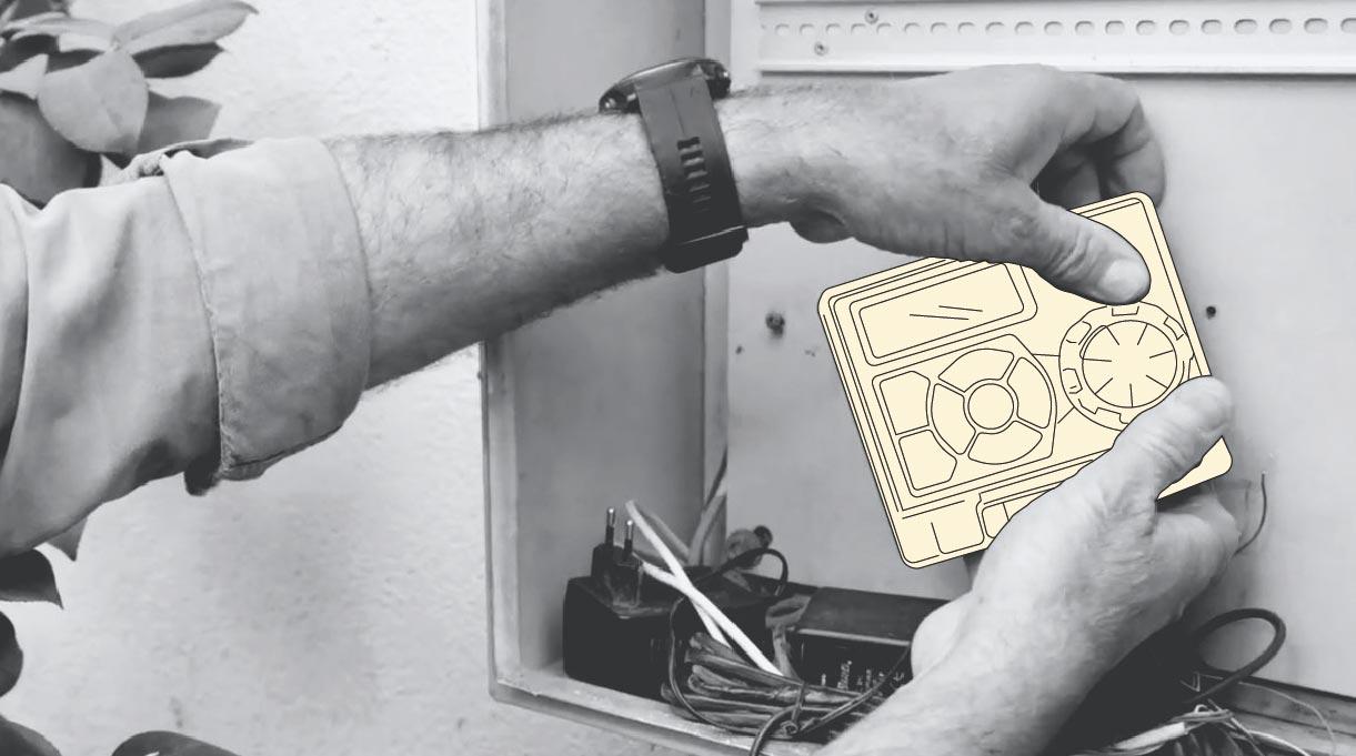 persona desconectando los cables de las válvulas