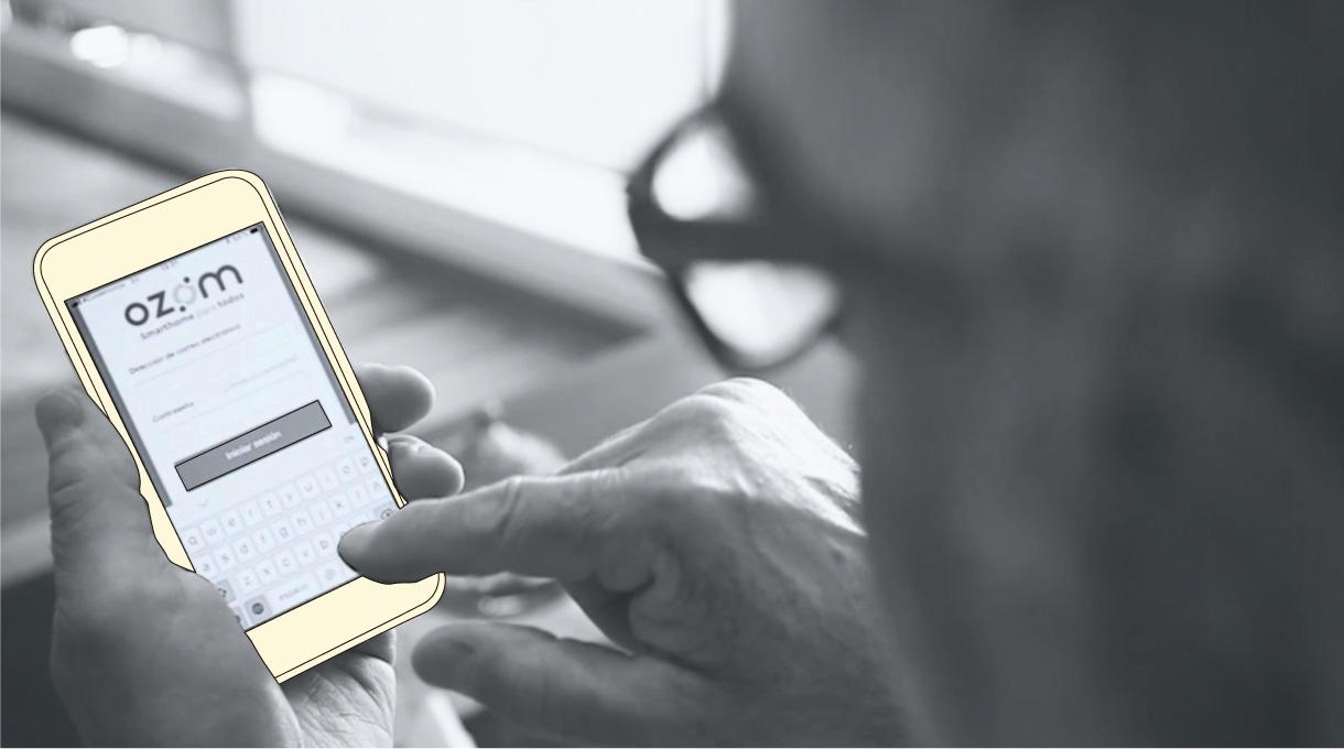 celular descargando la aplicación OZOM