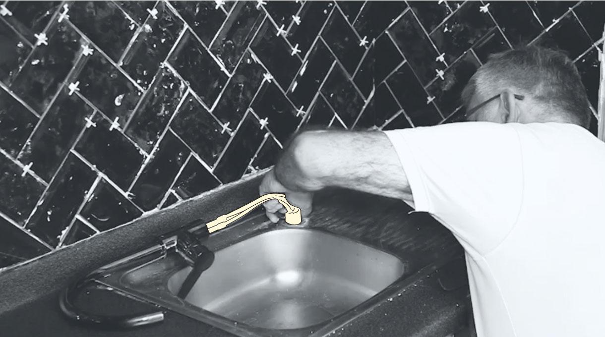 reemplazar la grifería del lavaplatos