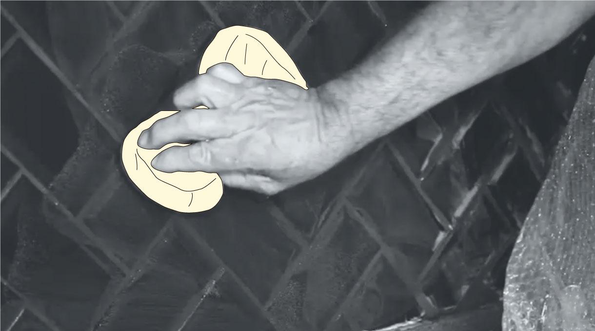 pasar esponja húmeda por las cerámicas