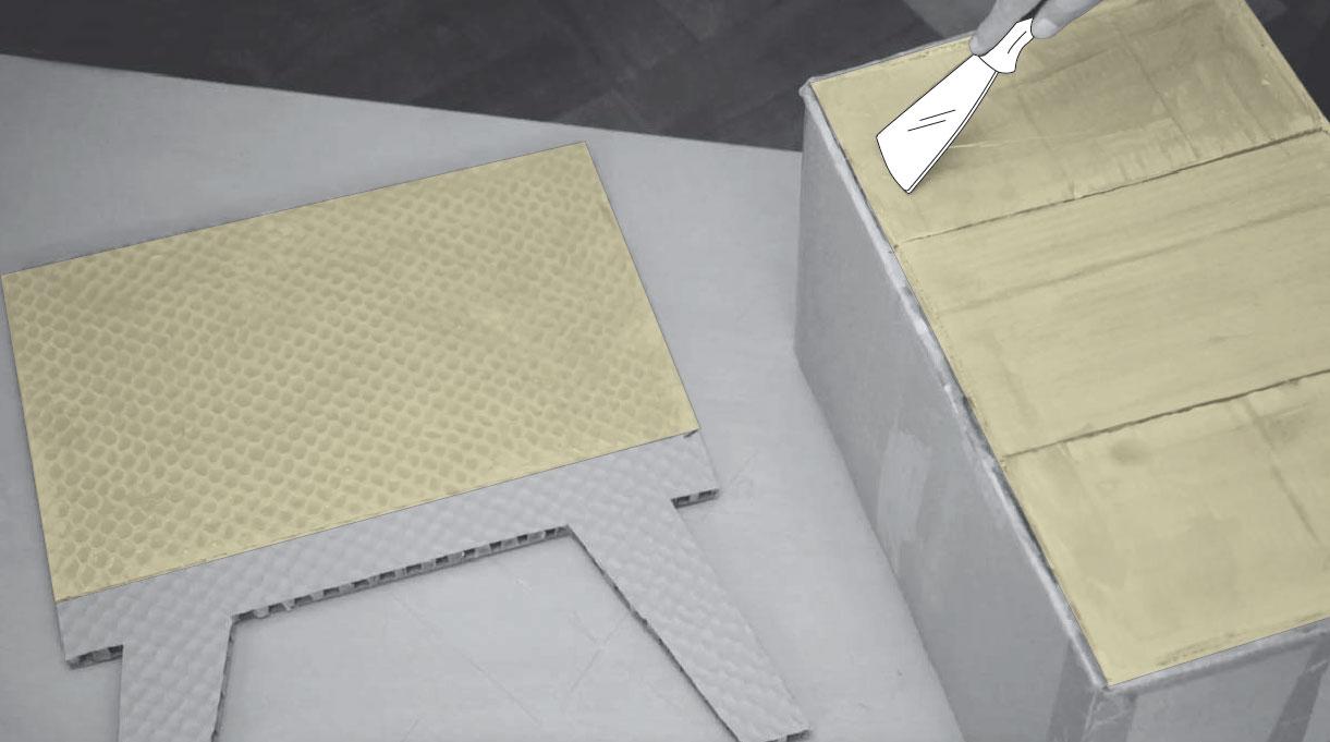colocar adhesivo de contacto para pegar los marcos