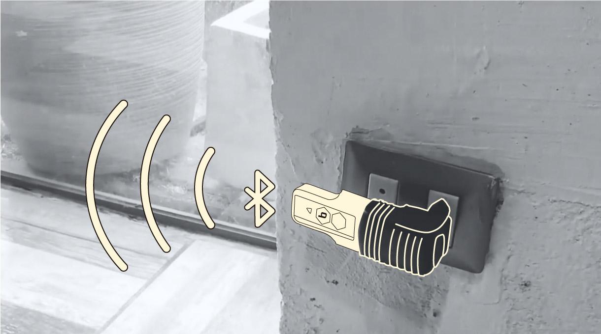 conector enchufado a la pared