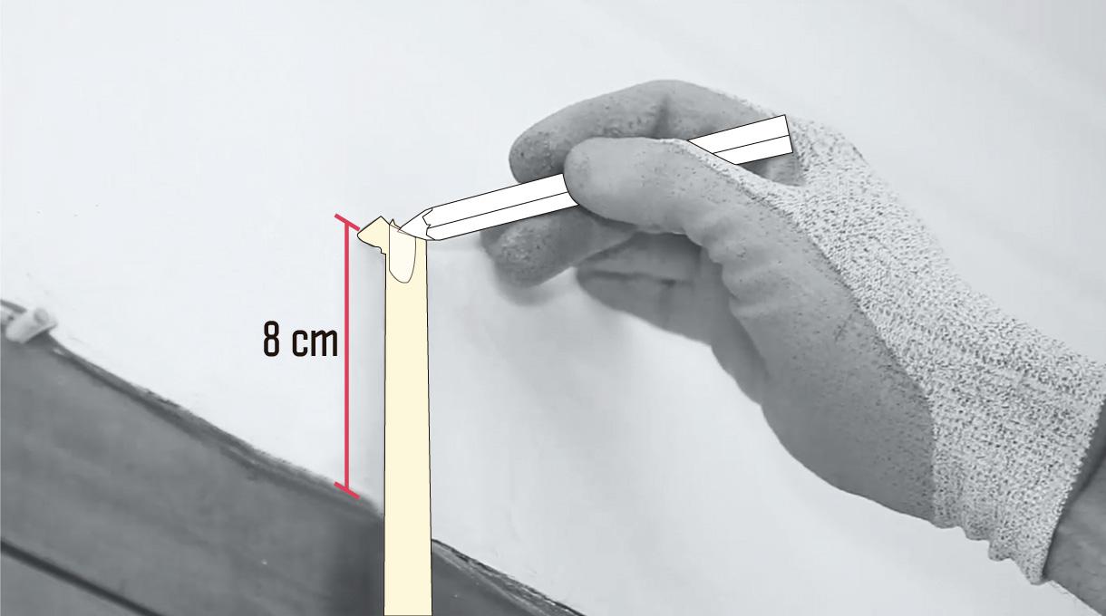 medir 8 cm desde el borde de la ventana hacia arriba