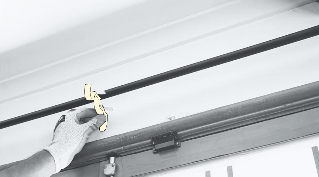 Instalar soporte del medio de las cortinas de doble barra para el comedor