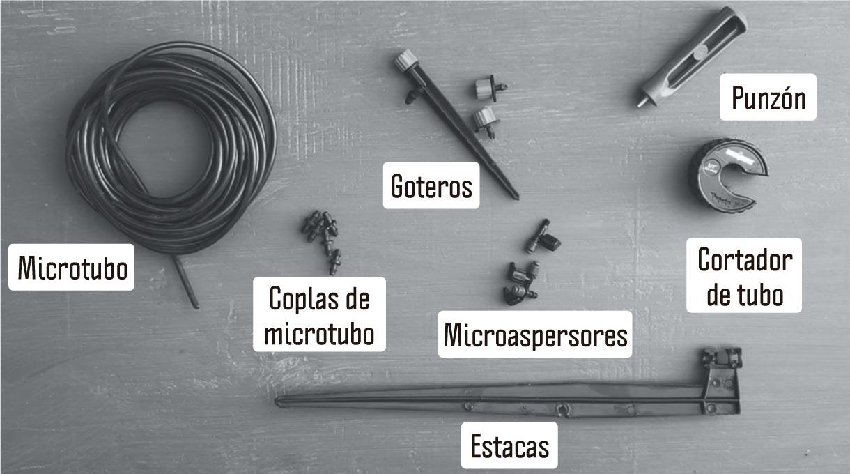microtubo, coplas de microtubo, punzón, cortador de tubo, goteros, microspersores y estacas