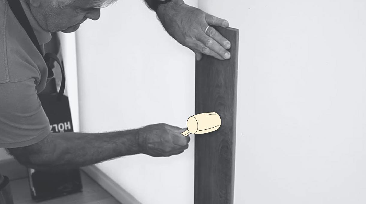 golpear el revestimiento con un martillo de goma