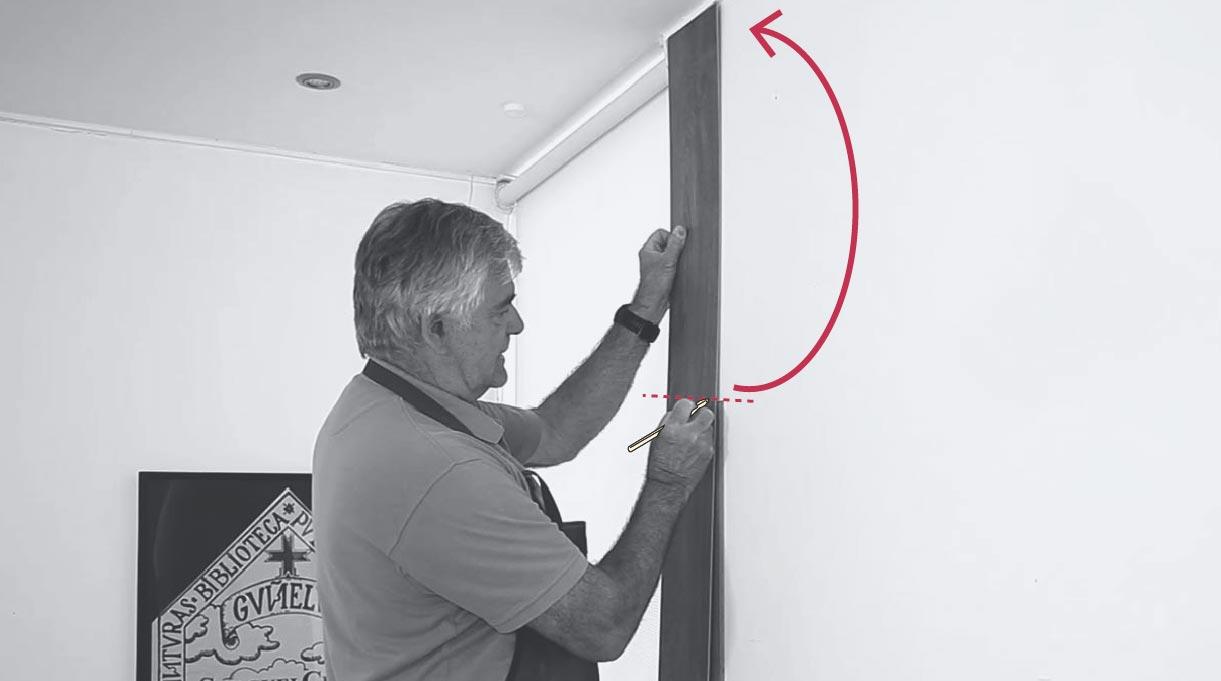 Presentación de la pieza de revestimiento en el muro