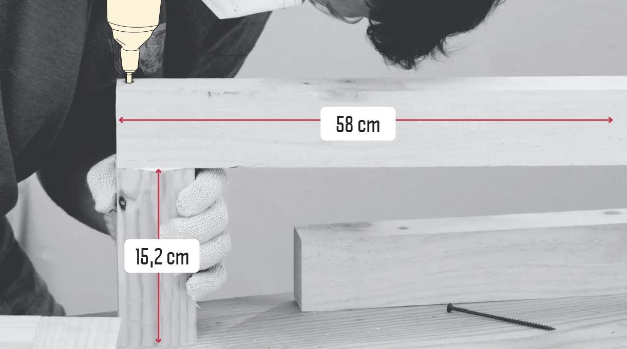 atornillar con el taladro inalámbrico estructuras interiores