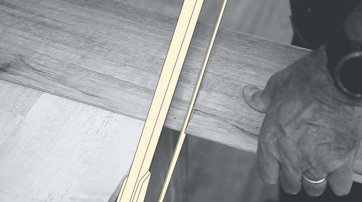 Hacer los cortes en la lámina de piso vinílico con marco de sierra metal