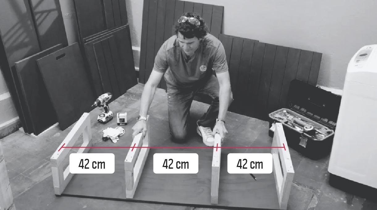 mantener 42 cm de espacio entre estructuras interiores