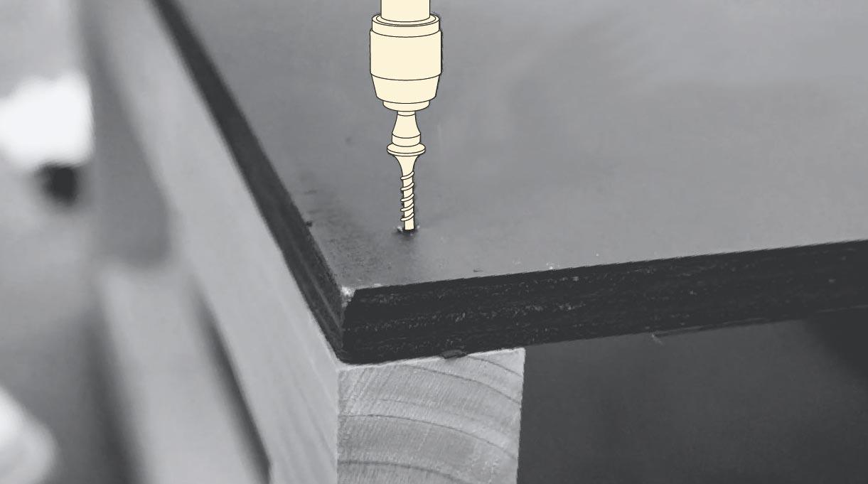 atornillar la cubierta del mueble en L