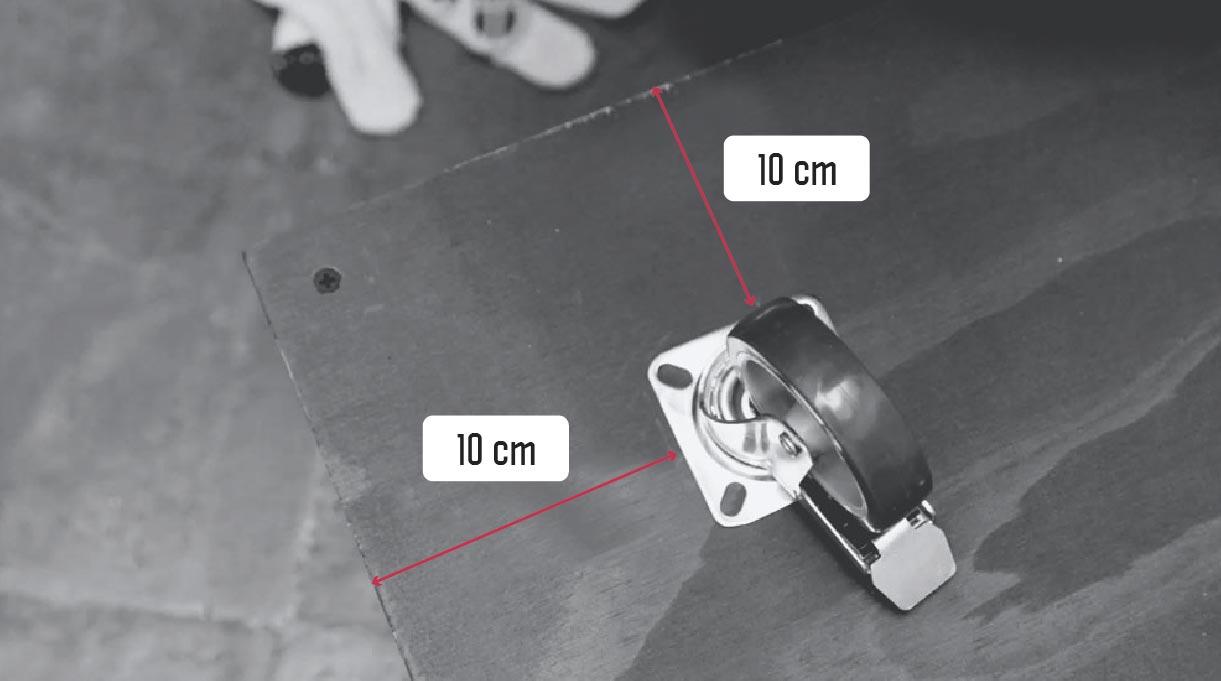 Dejar 10 cm desde los bordes para instalar las ruedas