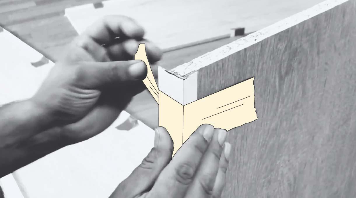 Afirma el tapacantos con cinta para enmascarar mientras se pega a la madera