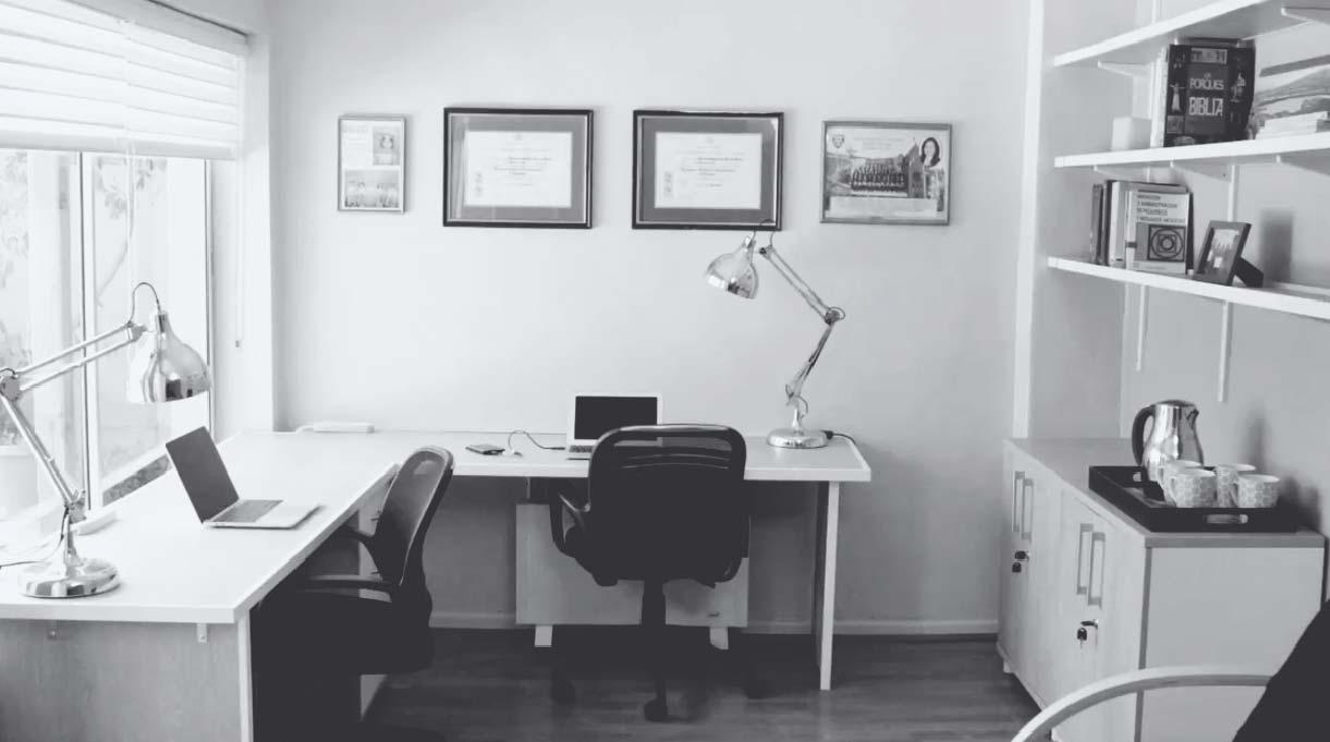 decora a tu gusto tu escritorio home office con sillas, lámparas, cuadros