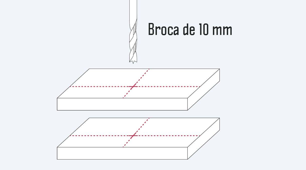 perforar con broca para madera de 10 mm los soportes de la lámpara reciclada
