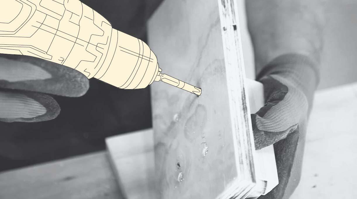 perforar con taladro y broca para madera de 4 mm las marcas en la base
