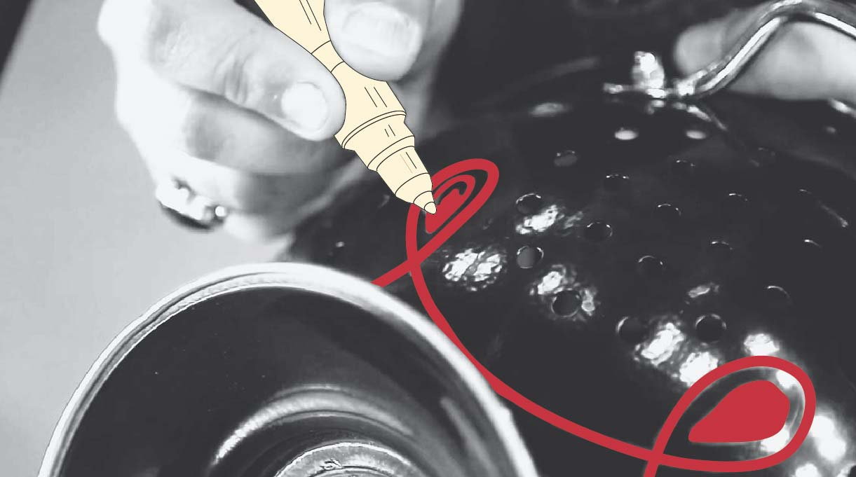 personalizar la lámpara haciéndole dibujos y trazos con rotuladores