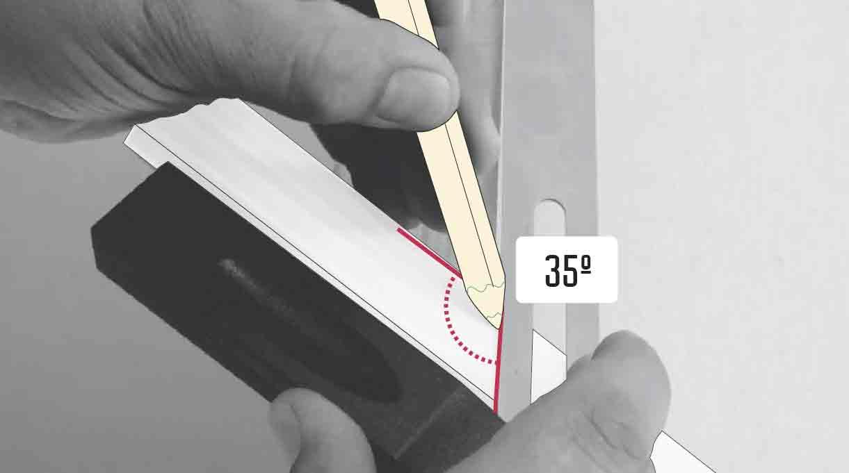 hacer ángulo de 35° con la escuadra en la primera moldura