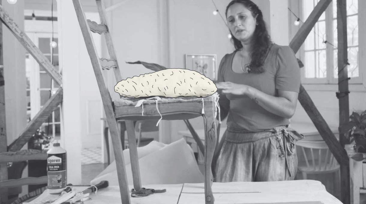rellenar la silla con distintos trozos de tela, retazos de lana, espuma, etc