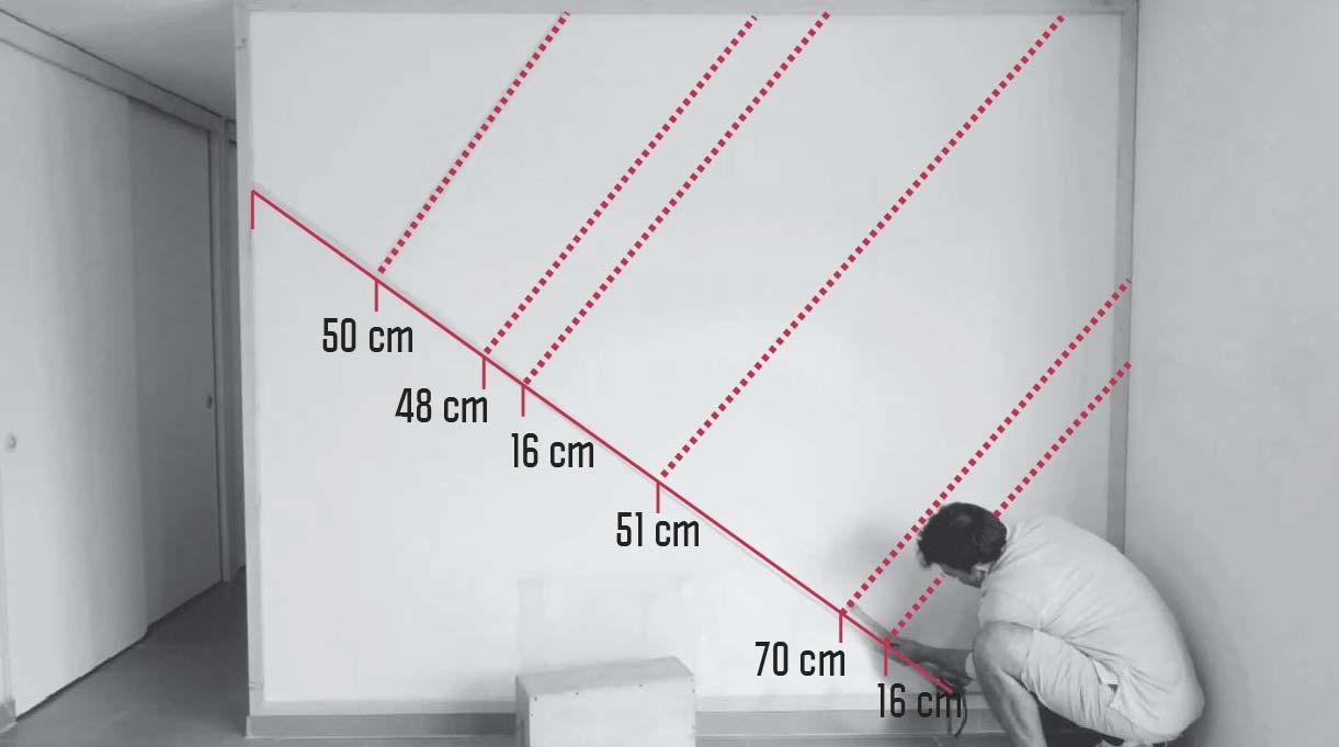 medidas en el muro para indicar dónde van las otras molduras