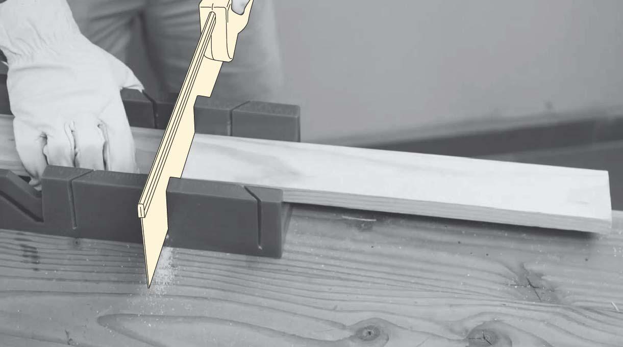 cortar la madera usando una caja de ingletes