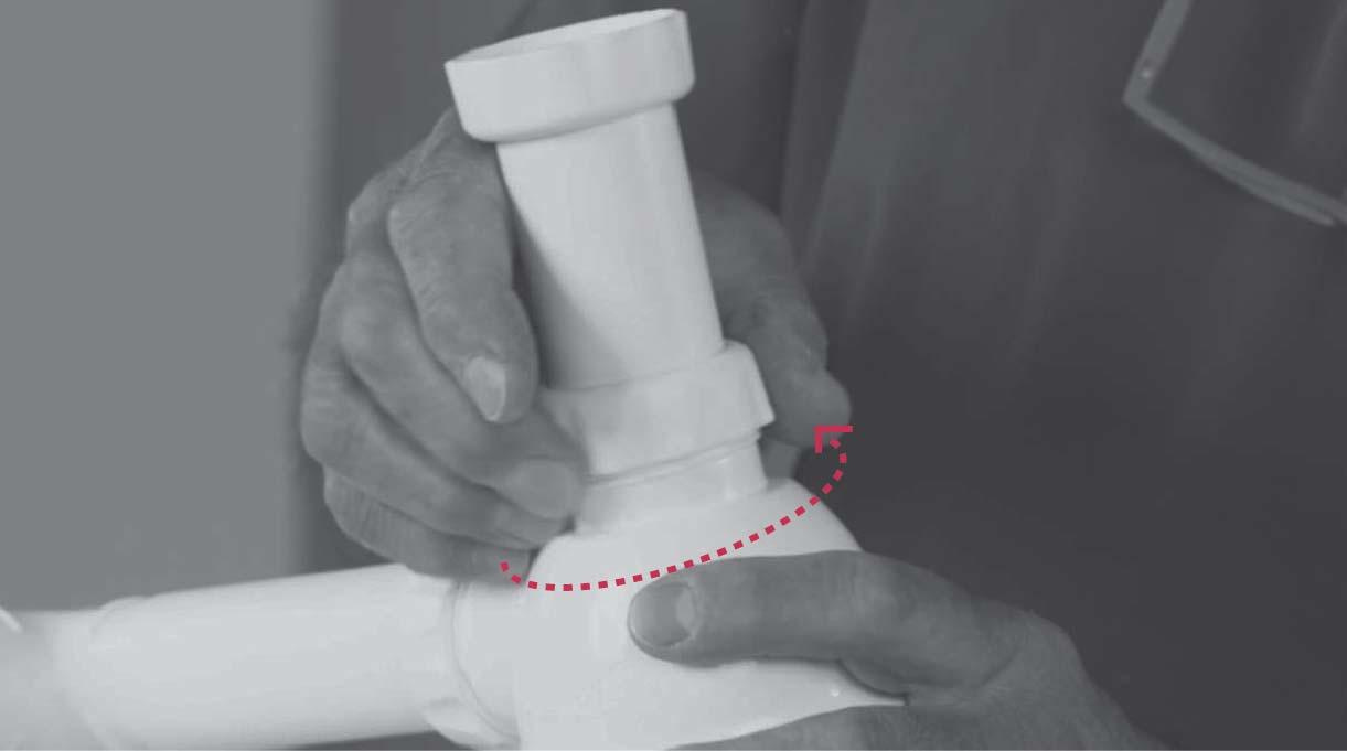 desenroscar la tuerca de la recta del sifón del lavaplatos