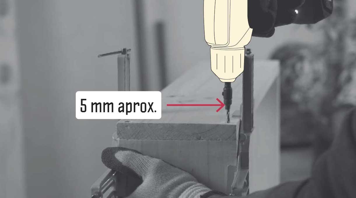 Insertar 5 mm la broca avellanadora en la madera