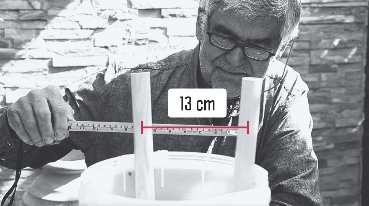 medir con la huincha para medir la distancia entre dos patas paralelas