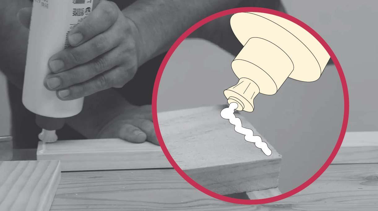 colocar cola fría para pegar los cortes de madera