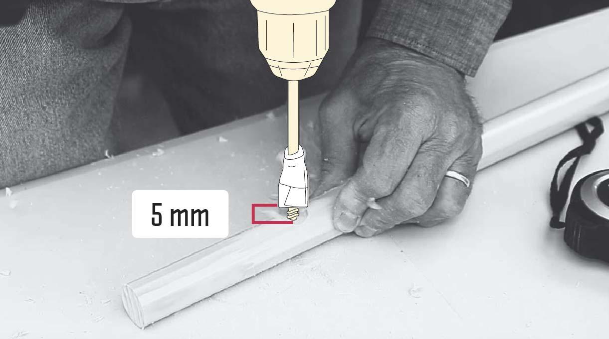 perforar con el taladro y broca paleta 5 mm la pata del banquito de concreto