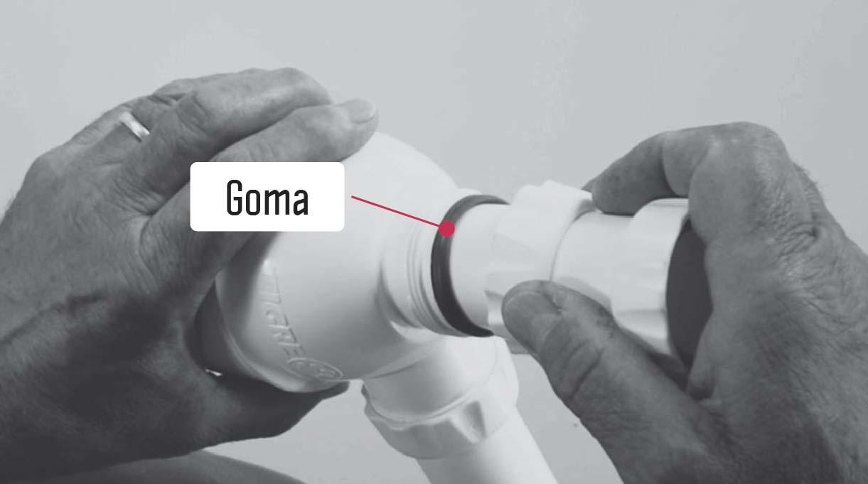 insertar primero la goma y después la rosca inferior del sifón