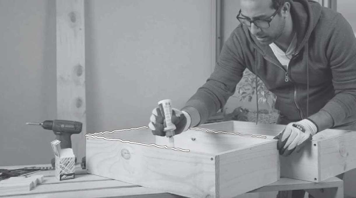 aplicar cola fría en los bordes del cajón base